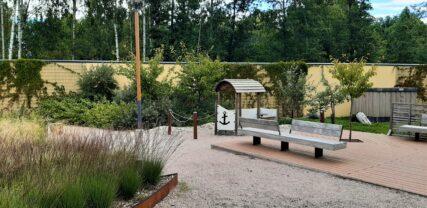 Venevalkaman puiston istutuksia ja oleskelualue