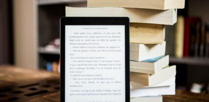 kirjat ja e-kirja pädillä