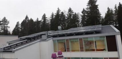 Kasavuoren koulukeskus, aurinkovoimala katolle