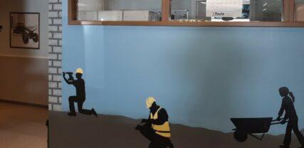 Väggmålningar med underhållstema inne på byggnadskontoret.
